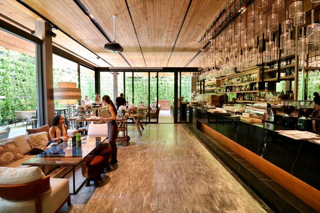 Ad Lib Restaurant Bar