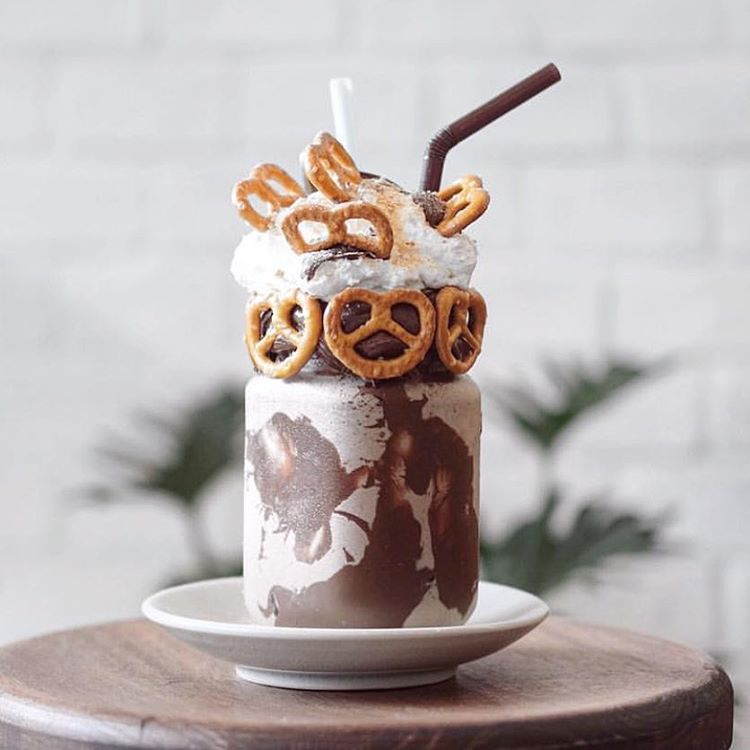 The infamous Pretzella Freakshake (photo: @patissezbkk)